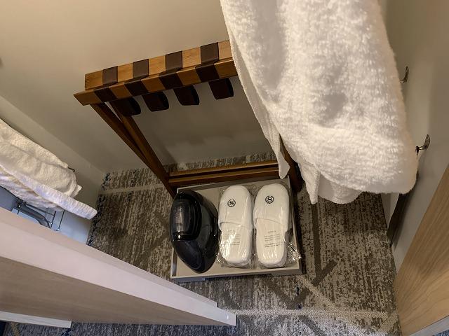 シェラトン都ホテル東京 プレミアムフロア スーペリア クローゼット内の様子2