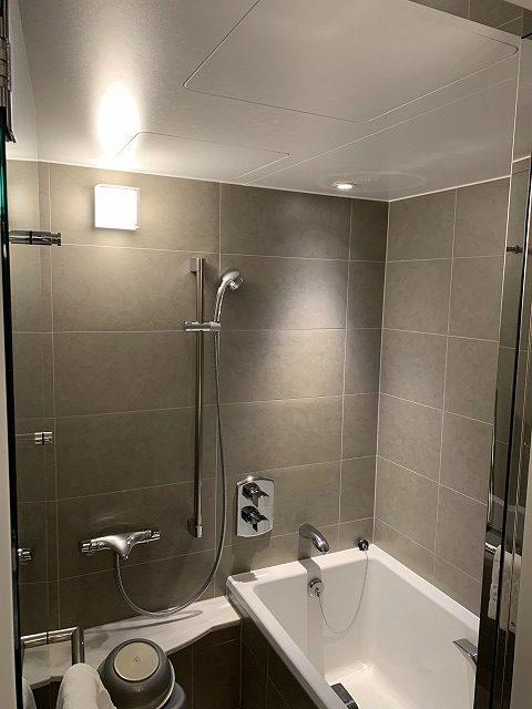 シェラトン都ホテル東京 プレミアムフロア スーペリア バスルーム内の様子1