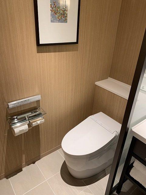 シェラトン都ホテル東京 プレミアムフロア スーペリア トイレの様子