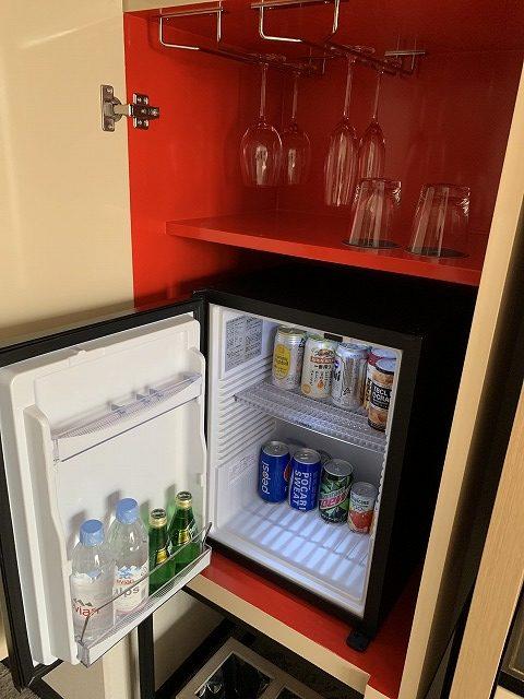 シェラトン都ホテル東京 プレミアムフロア スーペリア 冷蔵庫の様子
